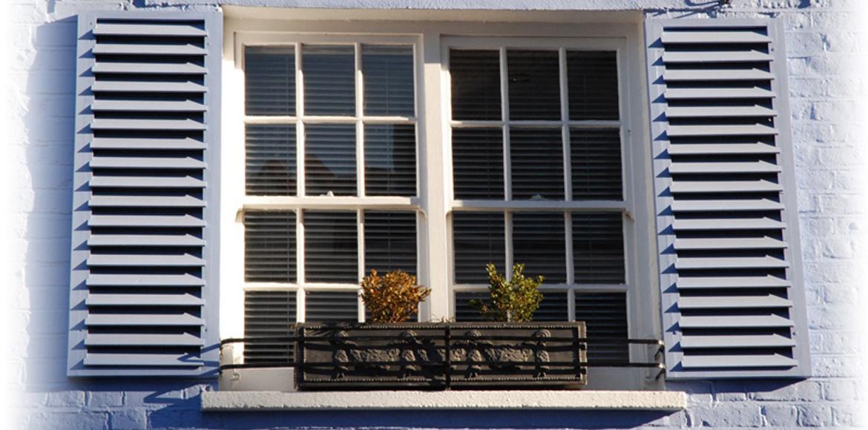 Виды ставней для деревянных окон