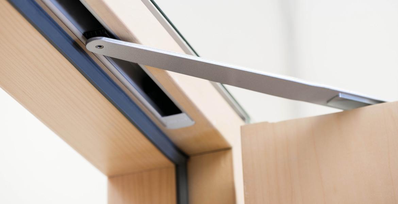 Дверной доводчик для деревянных дверей